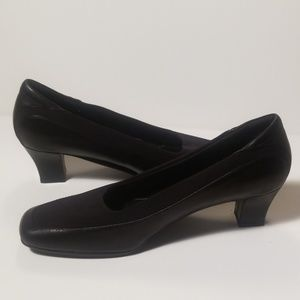 Naturalizer Black Leather Square Toe Kitten Heels